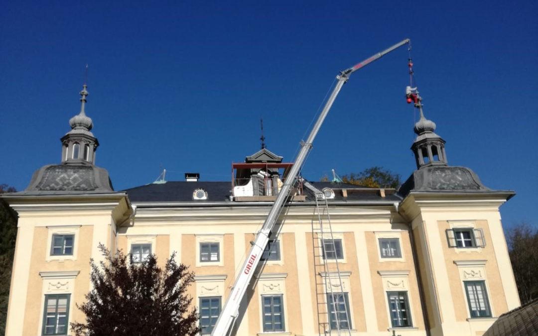 Sanierung Schloss Kölnhof mit Raupenkran